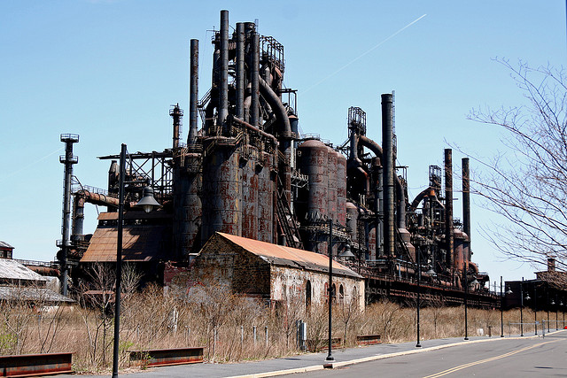 Bethlehem Steel once occupied 1,600 acres and ran 2.5 miles along the Lehigh River. Most of the plant was demolished after it closed in 1995. These 200 foot tall blast furnace towers were preserved. Photo by anaxila, 2007. Via Flickr.